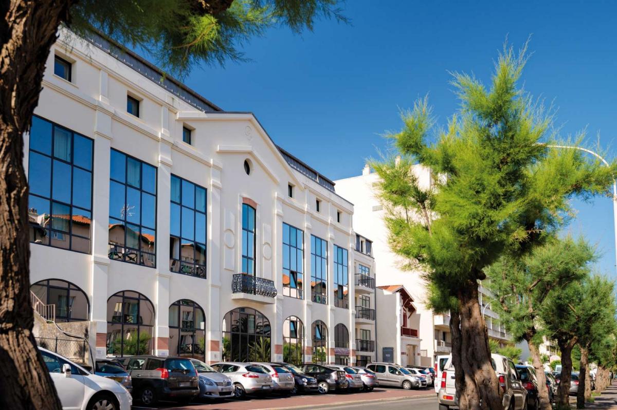 R sidence lagrange prestige les patios eugenie biarritz for Appart hotel biarritz