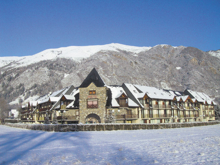 Location saint lary 11 locations vacances et 50 aux for Piscine aure sole